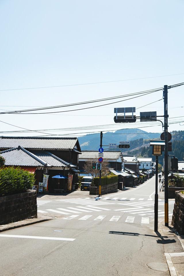 日本で3番目に小さいスクランブル交差点(宮崎県日南市の大手門交差点)の写真
