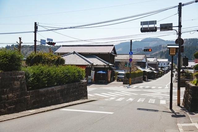 小さなスクランブル交差点(宮崎県日南市の大手門交差点)の写真