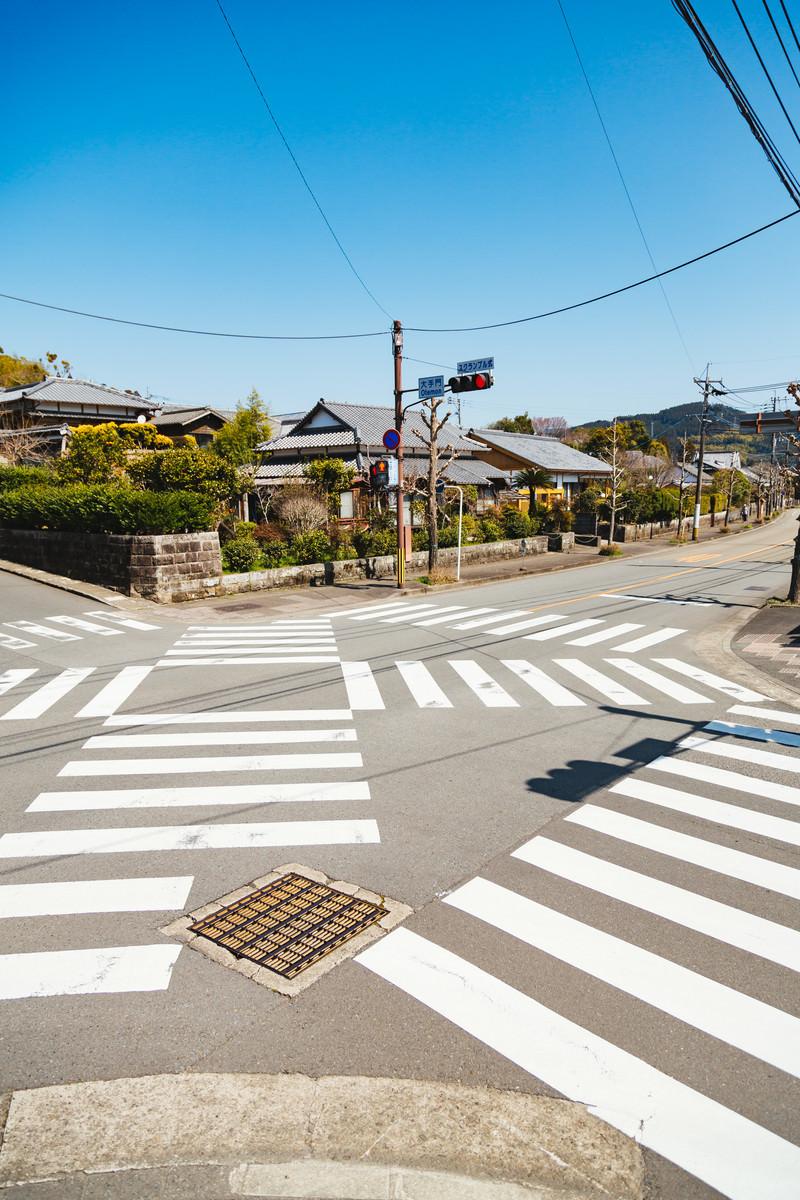 「飫肥城に通じる大手門のスクランブル交差点」の写真