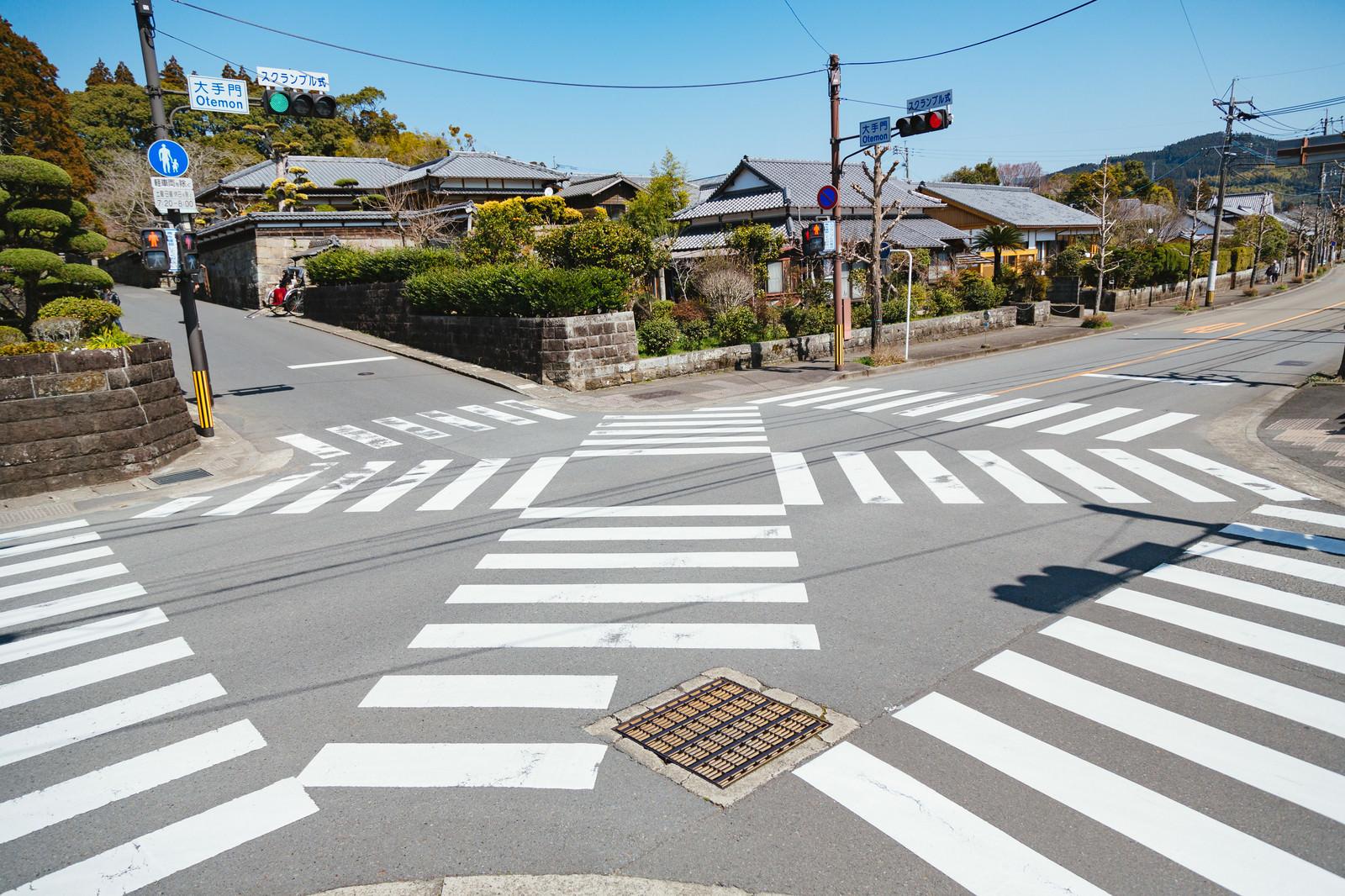 「宮崎県日南市にある大手門のスクランブル交差点」の写真