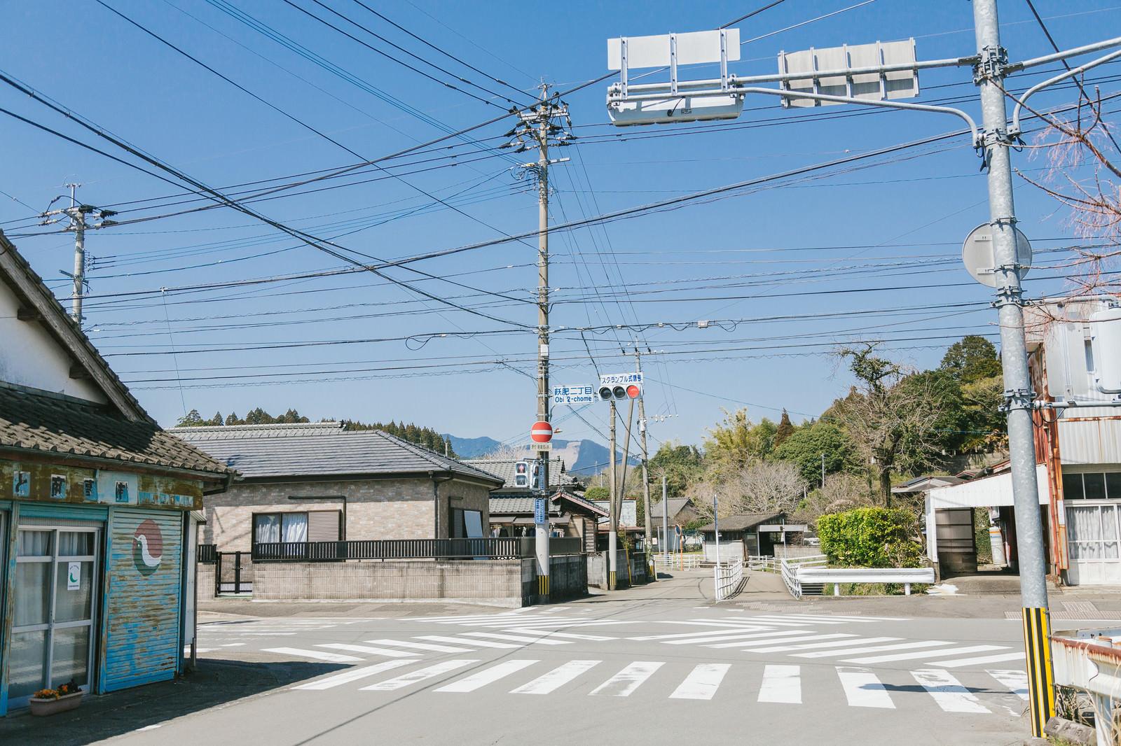 「どうしてこの場所をスクランブル交差点にしたのか… 宮崎県日南市の飫肥二丁目交差点どうしてこの場所をスクランブル交差点にしたのか… 宮崎県日南市の飫肥二丁目交差点」のフリー写真素材を拡大