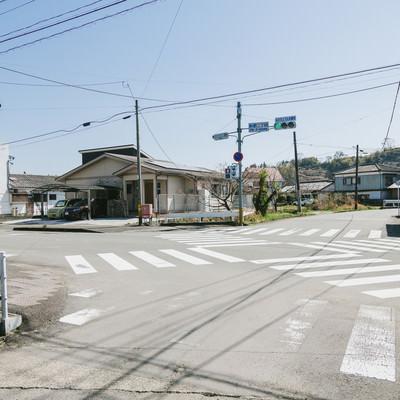 「宮崎県日南市にある日本で一番小さいスクランブル交差点(飫肥二丁目)」の写真素材