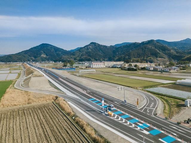開通したばかりの東九州自動車道(宮崎県日南市)の写真