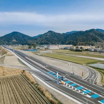 「開通したばかりの東九州自動車道(宮崎県日南市)」の写真素材