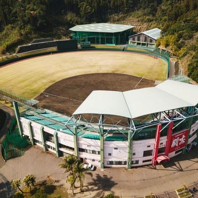 「宮崎県日南市にある天福球場を見下ろす(空撮)」の写真素材