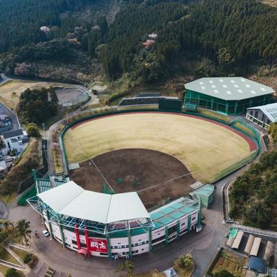 「室内練習場を備える天福球場の様子」の写真素材