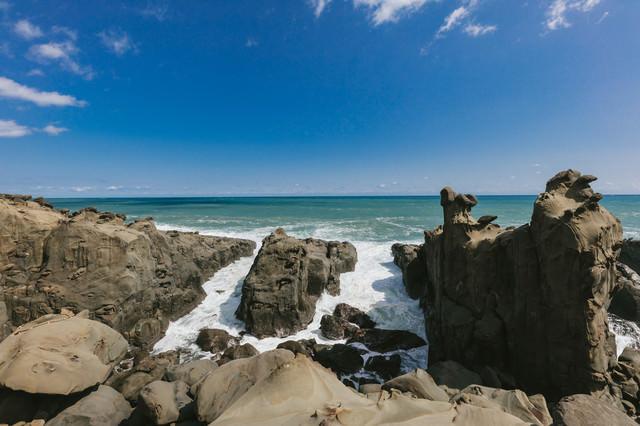 鵜戸神宮から見える海岸の様子の写真