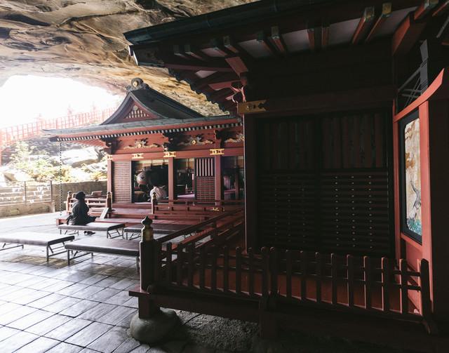 鵜戸神宮神殿の裏側の写真