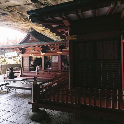 「鵜戸神宮神殿の裏側」の写真素材