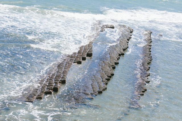 約650万年前に出来た鬼の洗濯岩(波状岩)の写真