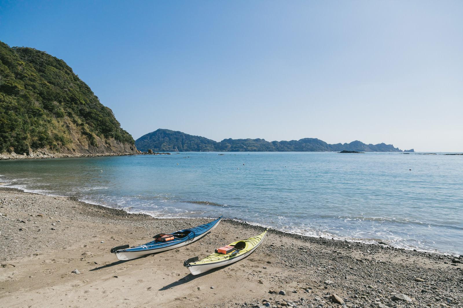 「栄松ビーチでシーカヤックの準備OK | 写真の無料素材・フリー素材 - ぱくたそ」の写真