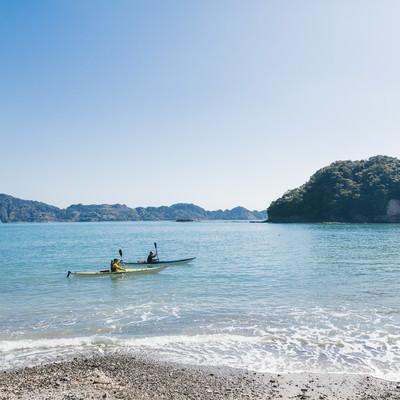 「2人で海上散歩(シーカヤック)」の写真素材