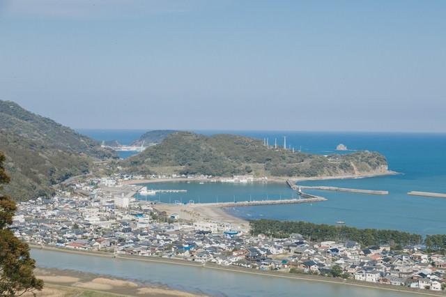南郷城跡から眺める大堂津の街並みの写真