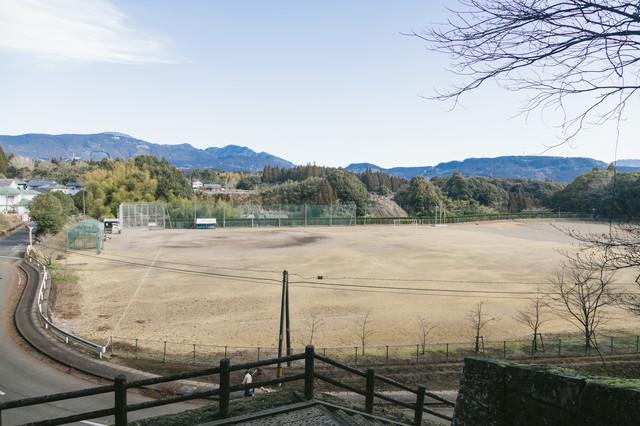飫肥中学校の校庭の写真