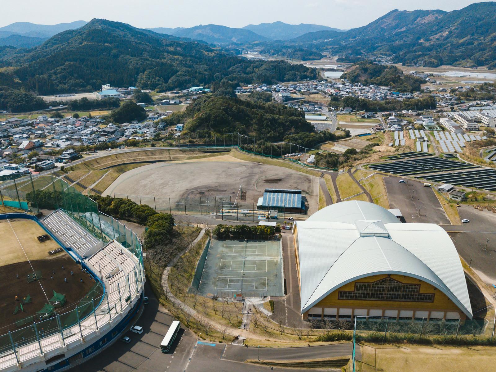 「南郷球場と南郷くろしおドーム」の写真