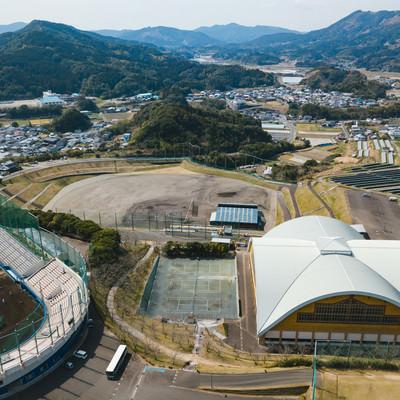 南郷球場と南郷くろしおドームの写真