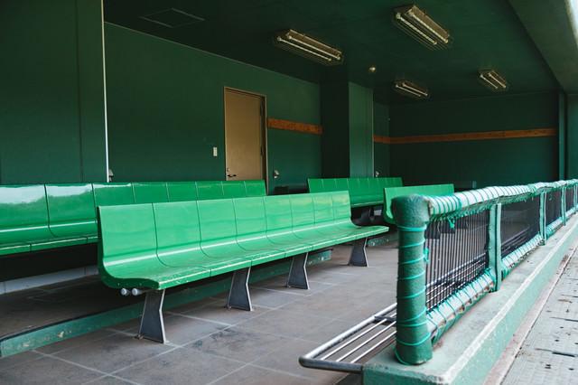 天福球場のベンチの写真