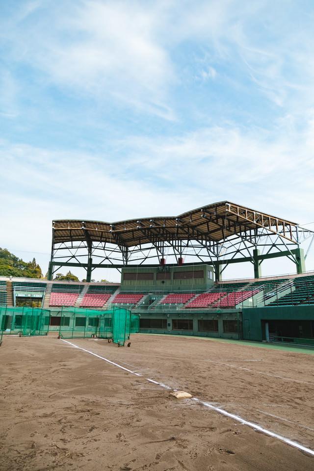 天福球場三塁側の写真
