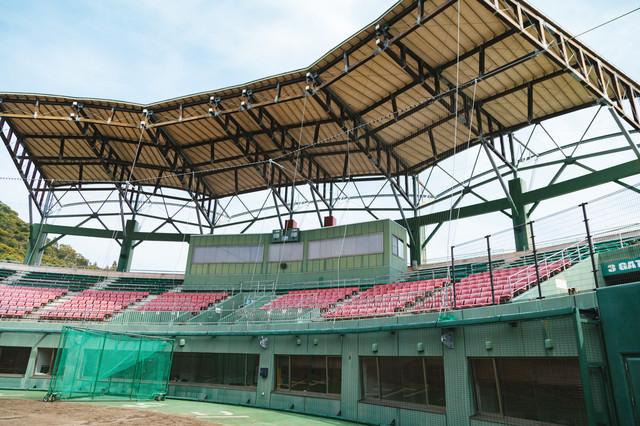 天福球場の内野ネット裏の写真