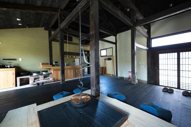 囲炉裏のある古民家宿の写真