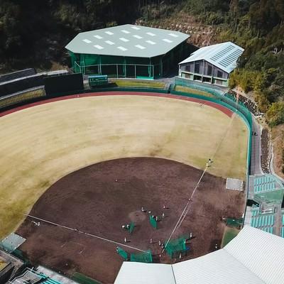 「投球練習場と室内練習場をのぞむ天福球場」の写真素材