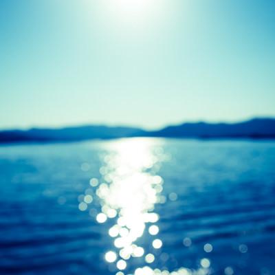 「日が反射する海」の写真素材