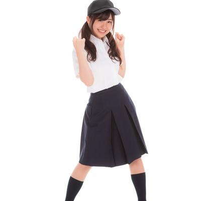 「立ち上がって応援する女子マネ」の写真素材