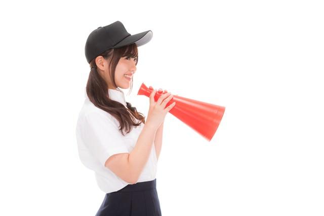 「笑みが溢れる野球部の女子マネ」のフリー写真素材