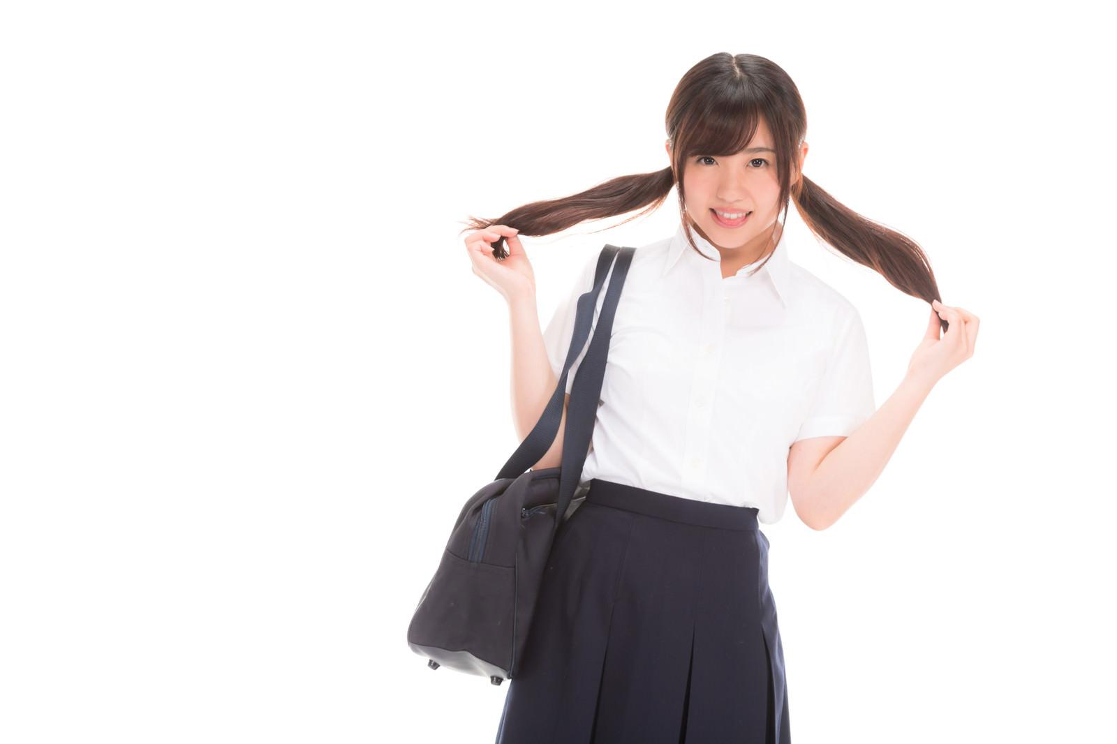 「ちょっぴり照れる女子高生」の写真[モデル:河村友歌]
