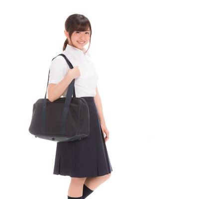 「通学中の女子高生」の写真素材