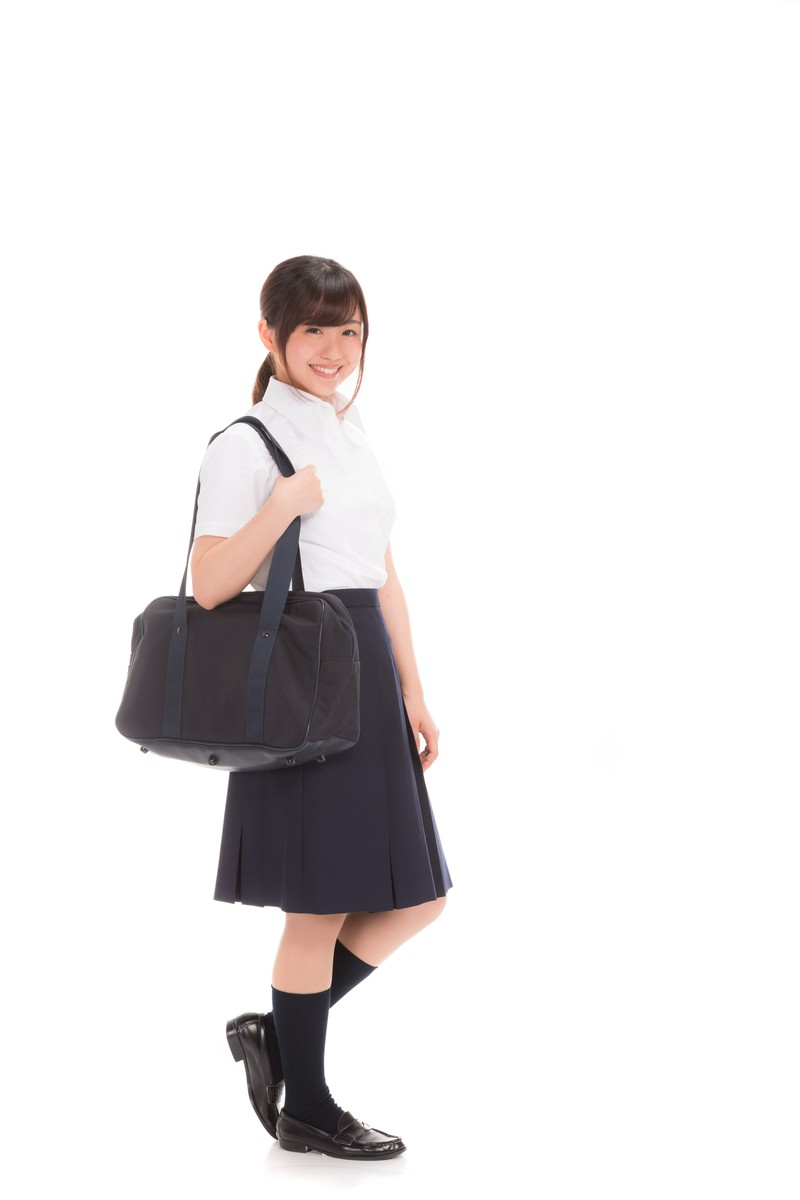 「通学中の女子高生通学中の女子高生」[モデル:河村友歌]のフリー写真素材を拡大