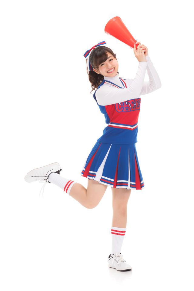ドカンと一発やってみよう!と踊るチアガールの写真