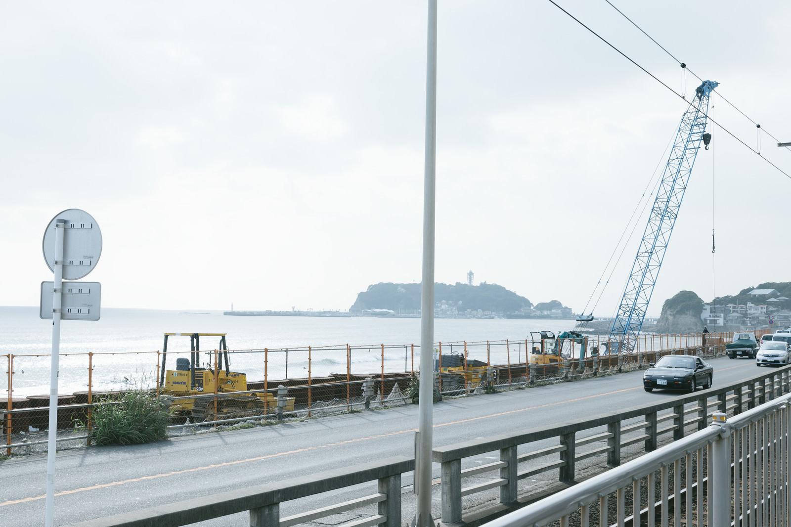 「国道134号線沿いの擁壁改修工事の様子国道134号線沿いの擁壁改修工事の様子」のフリー写真素材を拡大