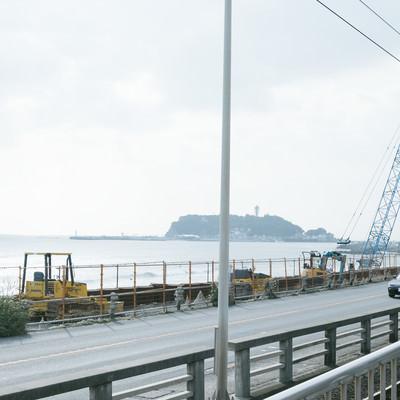 国道134号線沿いの擁壁改修工事の様子の写真