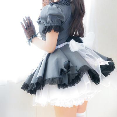 黒いもこもこスカートのメイドさんの写真