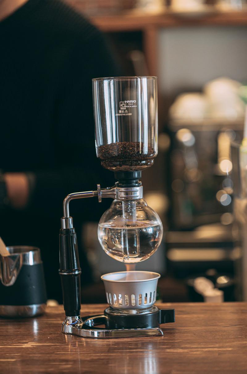 「じっくり加熱しておいしいコーヒーを抽出中」の写真