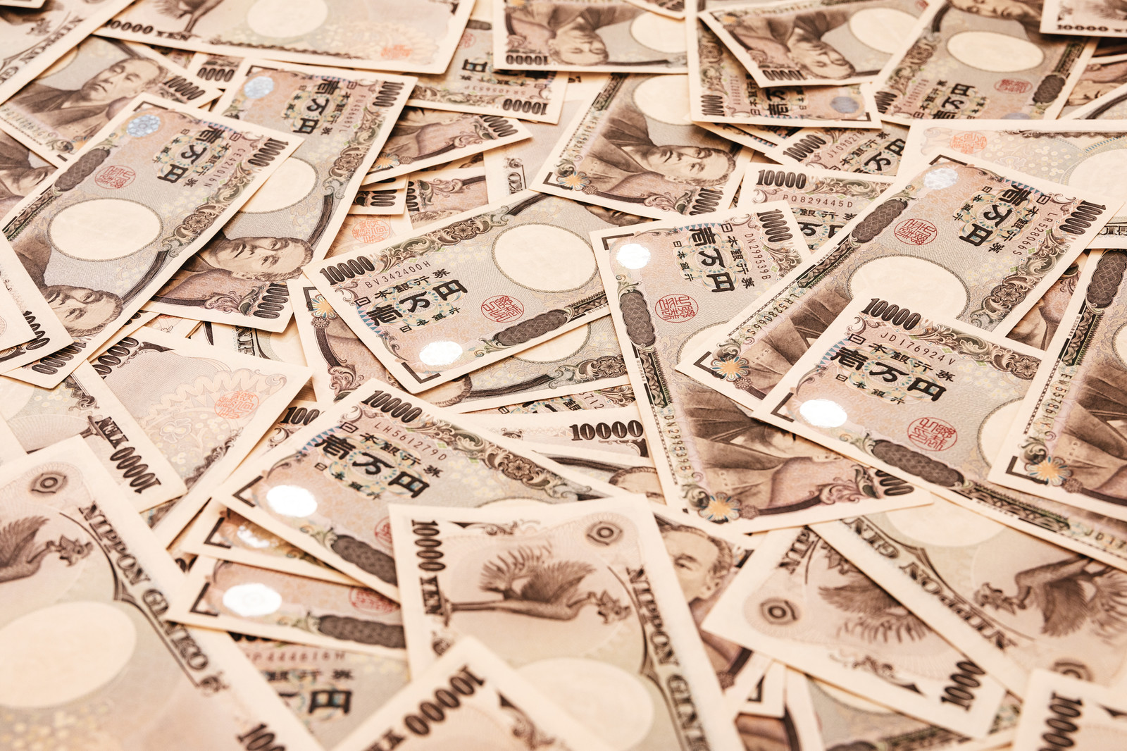「1万円札をばらまく」の写真