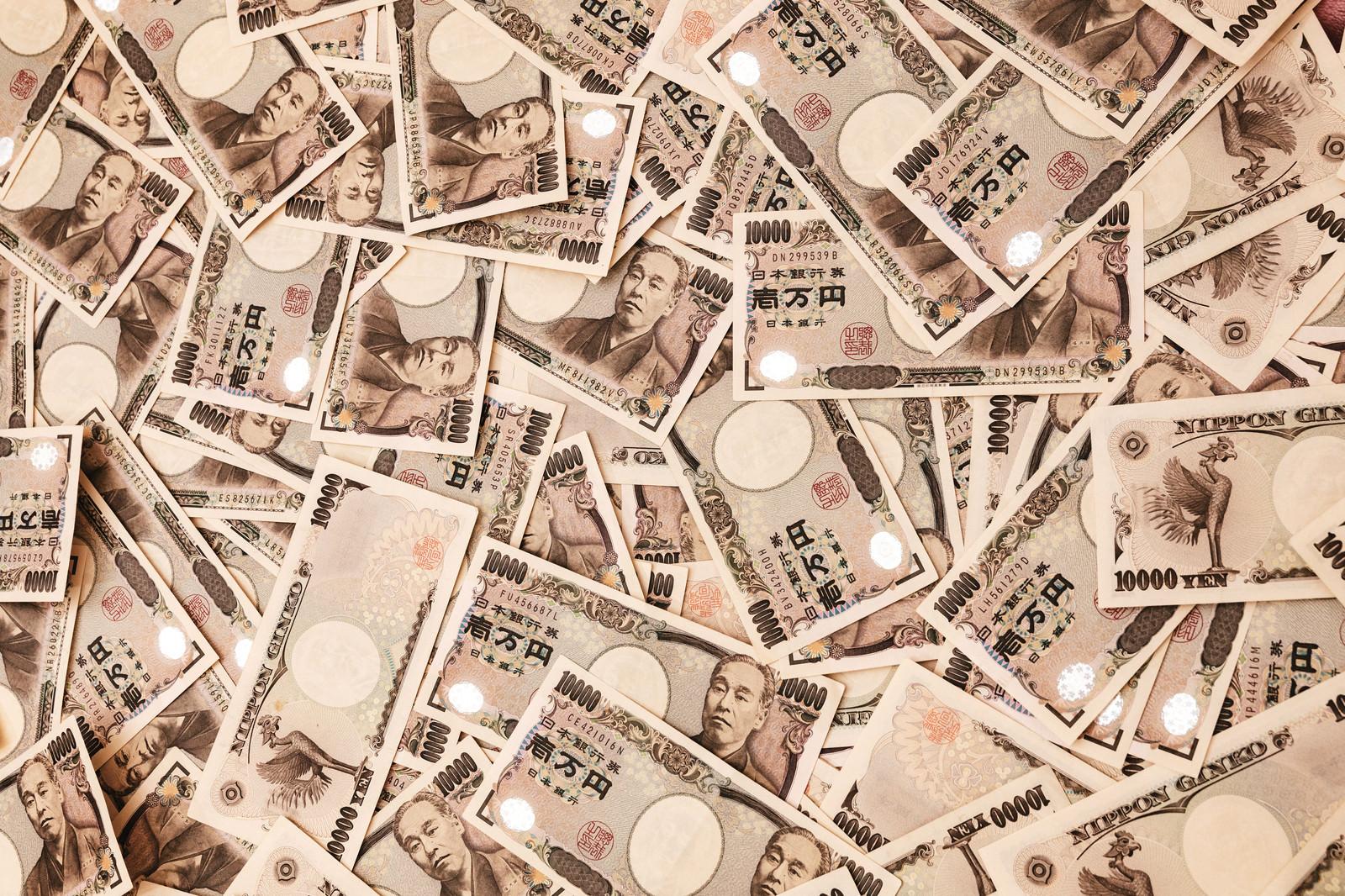 「100万円相当の紙幣をばら撒く」の写真
