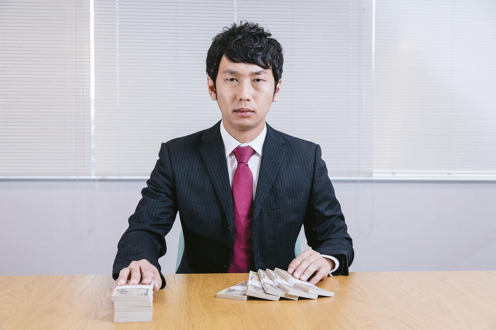 「アルバイトで103万円超えてしまったらどうなりますか?」の写真[モデル:大川竜弥]