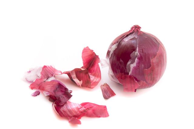 紫玉葱は、皮を向いても紫色の写真