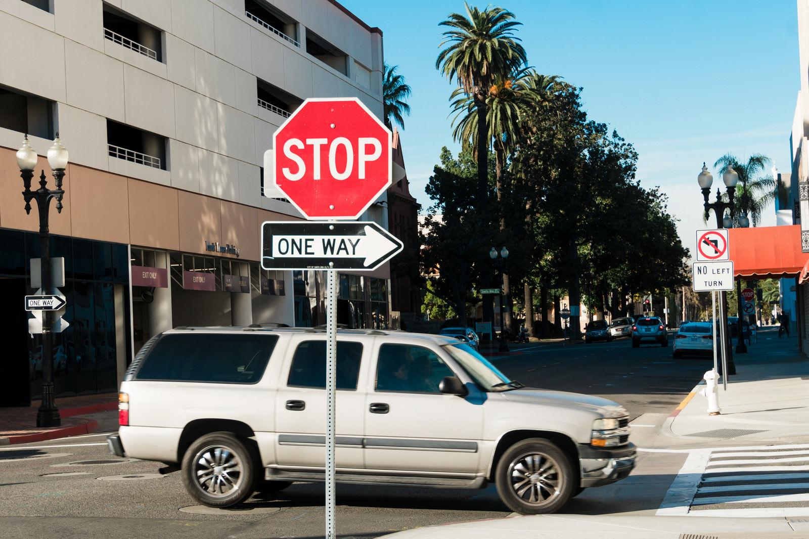 「STOP ONE WAY」の写真