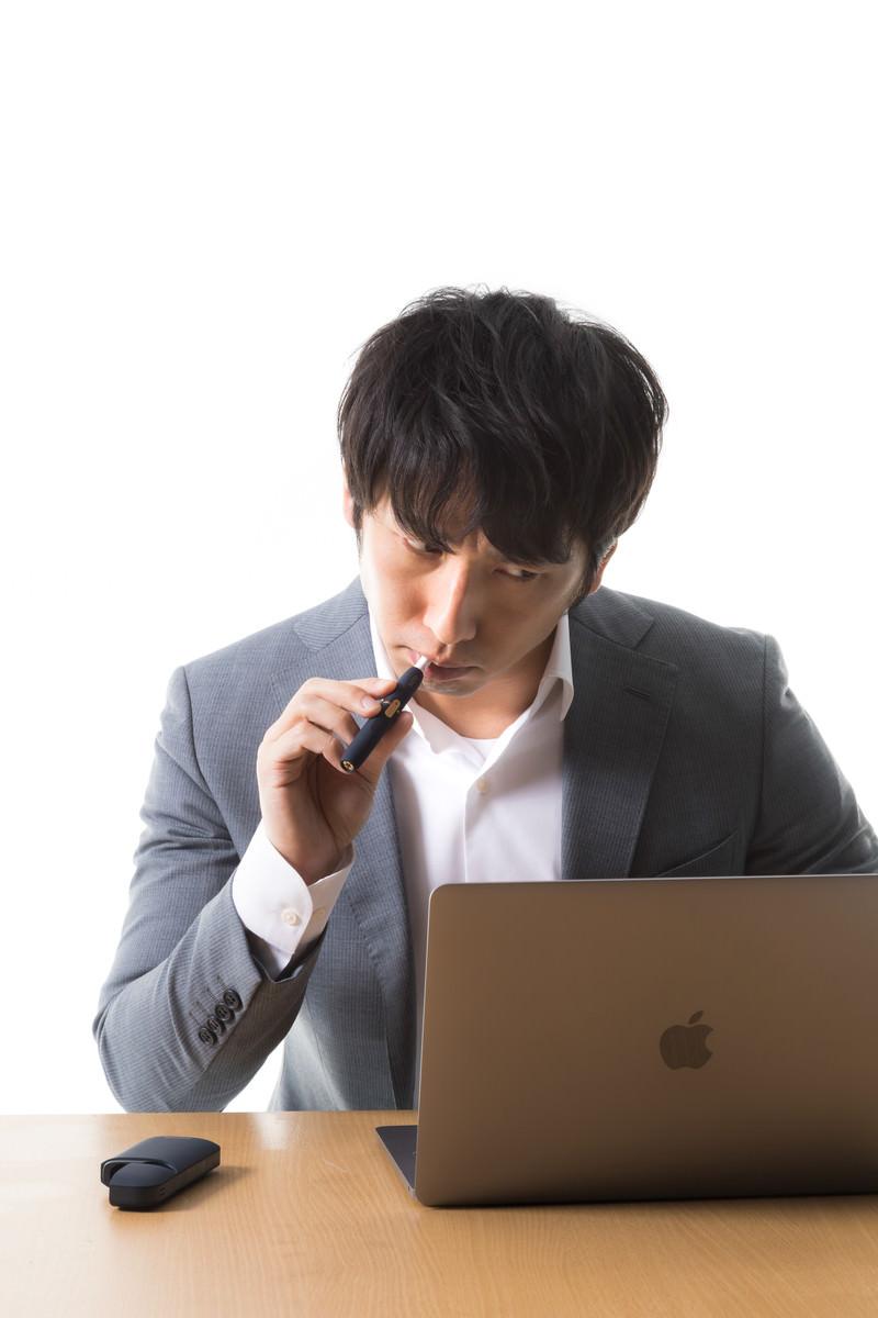 「ネットの事件を追うIT刑事」の写真[モデル:大川竜弥]