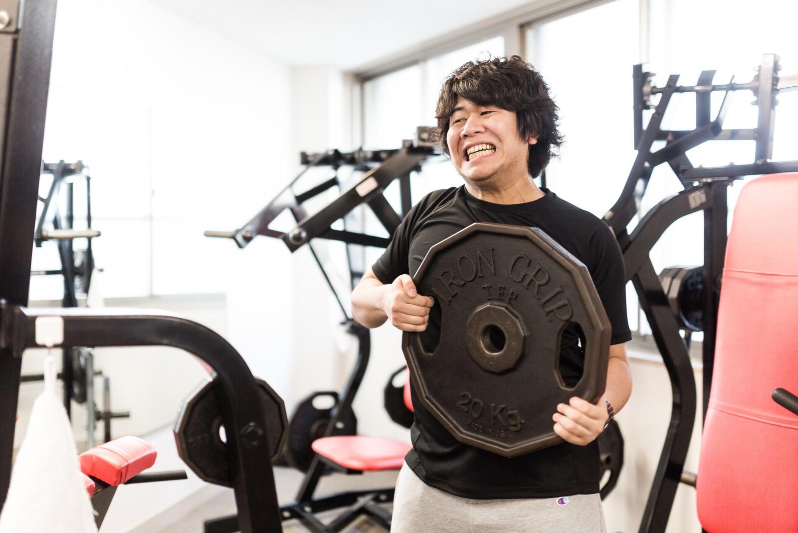 「ベンチ100kgに挑戦」の写真[モデル:あまのじゃく]