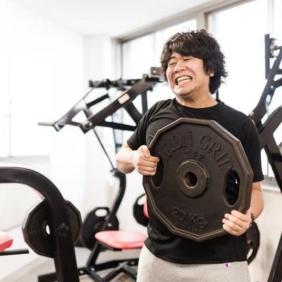 「ベンチ100kgに挑戦」の写真素材