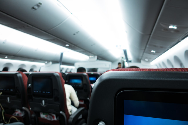フライトを待つ旅客の写真