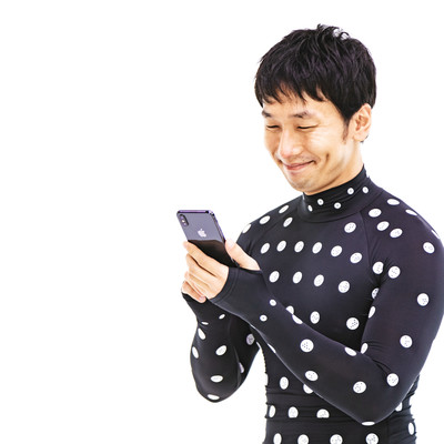 計測結果にご満悦の男性の写真