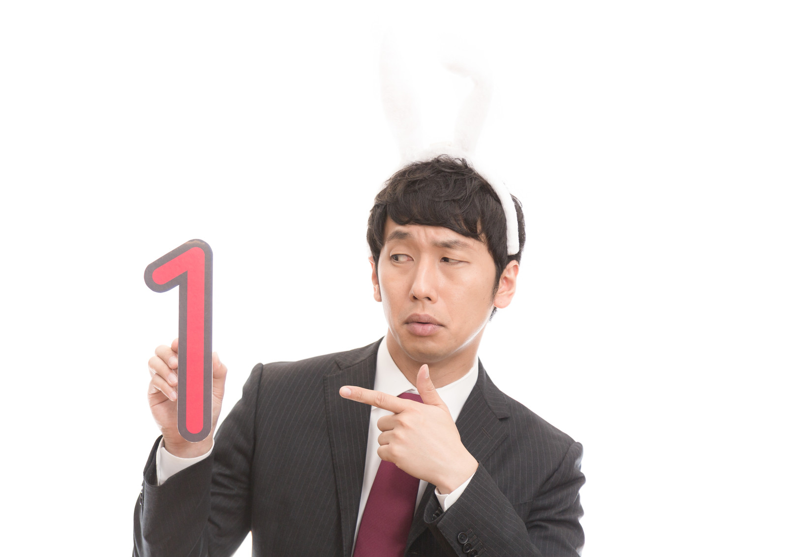 「マイナンバーを気にするうさ耳男子」の写真[モデル:大川竜弥]