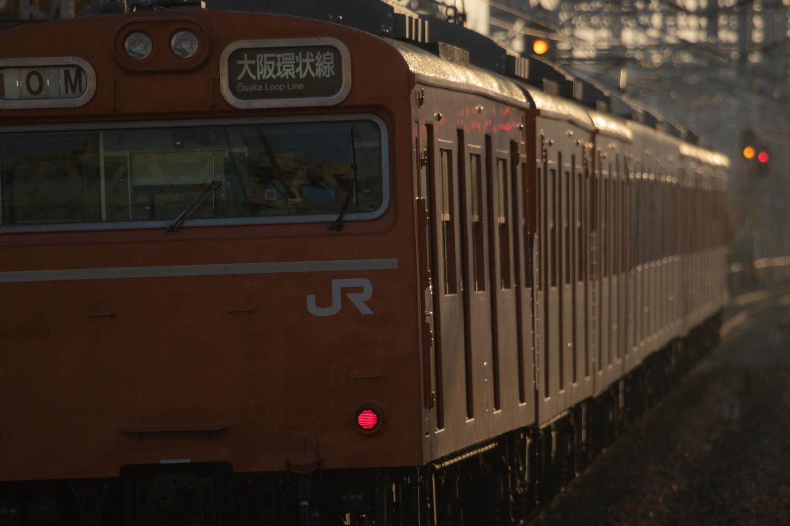 「48年の歴史に終止符が打たれた大阪環状線103系」の写真
