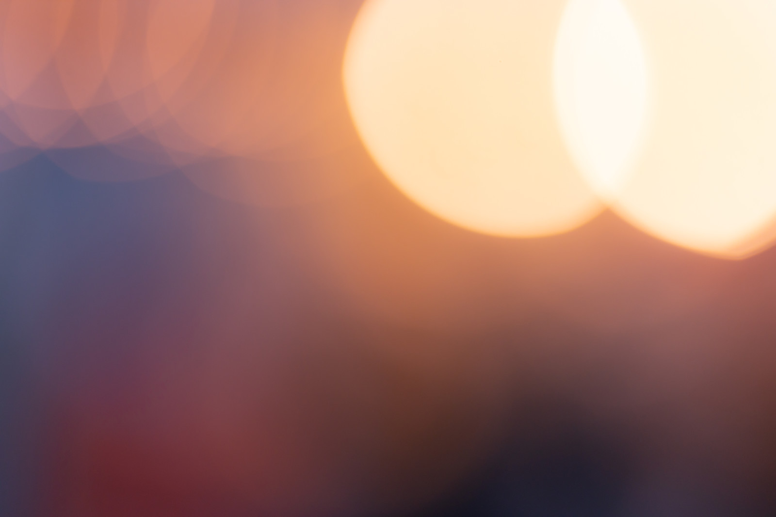 「暗い中の光(テクスチャ)」の写真