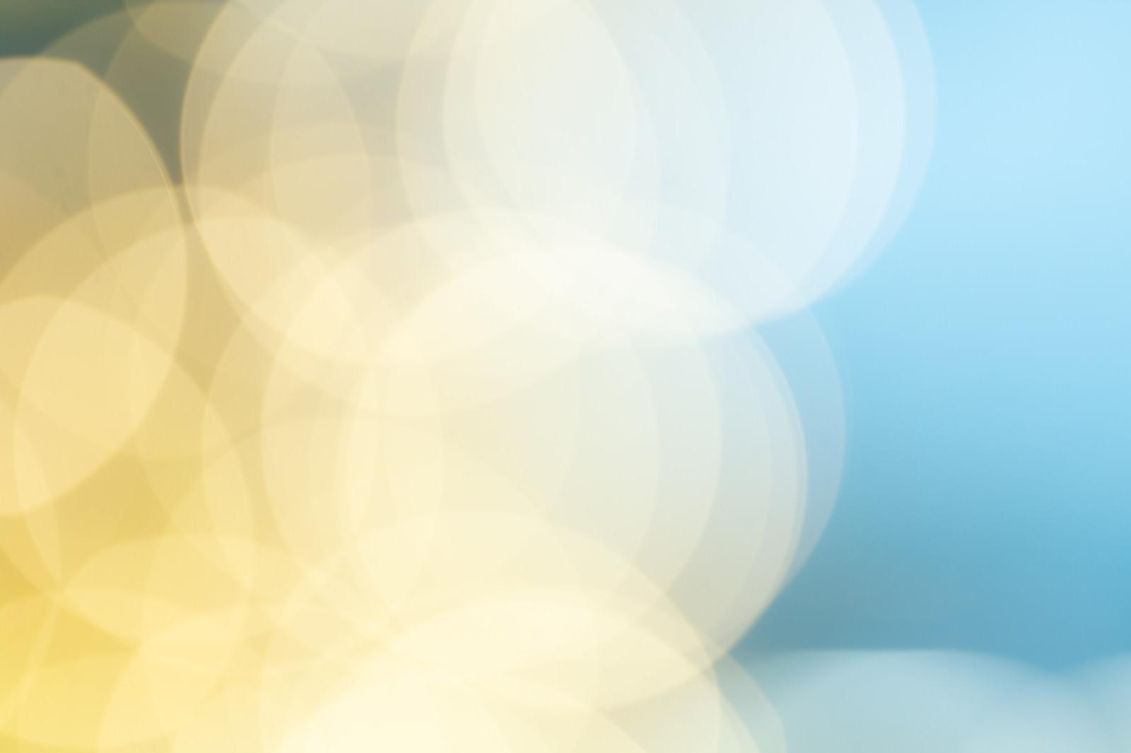 「黄色と青のグラデーション(丸ボケ)」の写真